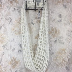 🎉$5 add on Bay Studio knitted infinity scarf